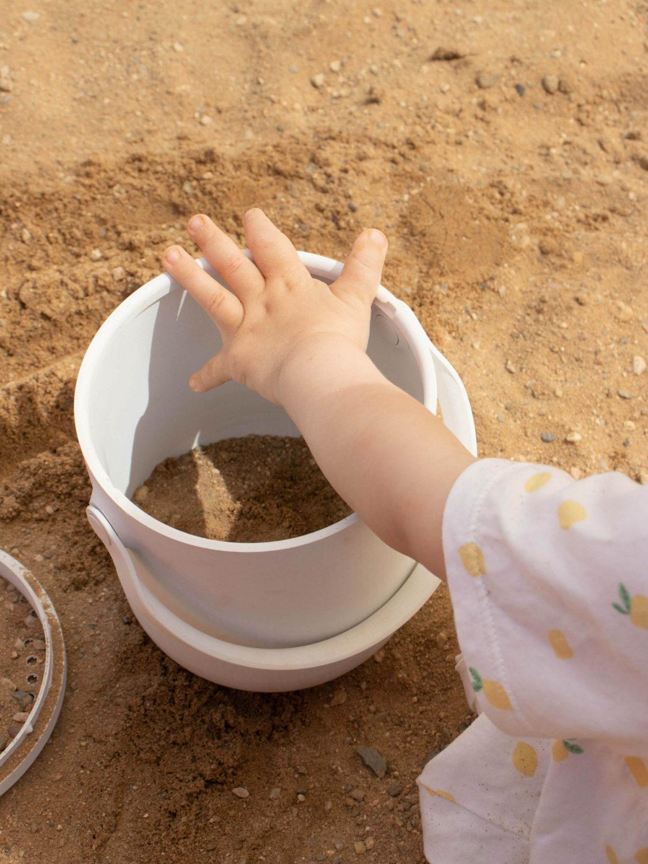 Bucket with Sieve